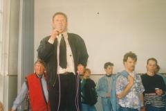Fotoalbum Jan en Marja Schotanus, 026, Ynweiding liedklok, 1993-1994, u.o. Ad Ockers, Rintsje de Schiffart, Robbert Terra, Lieuwe Hoekstra, Arno de Vries, Jaap Mulder