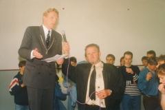 Fotoalbum Jan en Marja Schotanus, 028, Ynweiding liedklok, 1993-1994, u.o. Boarchemaster Oldenziel, Rintsje de Schiffart, Durk-Geart Siesling, Jaap Mulder, Klaas-Jan en Frank Jorna