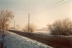 Fotoalbum Meint Miedema, Winterfoto pleats Hegedyk 1, 09, De Hegedyk richting Easterwierrum vanôf Boazum, de stroompjellen en tridden binne hjir noch moai te sjen, rûnom 1985
