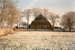 Fotoalbum Meint Miedema, Winterfoto pleats Hegedyk 1, 18, de foarkant fan de pleats fanút it lân,yn de buurt fan de pleats Bonnema (Reitsma), rûnom 1985