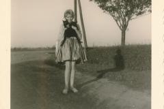 Fotoalbum Sytse Alberda, 022, De Dille, op de oprit, Juny 1962
