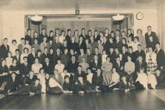 Fotoalbum Sytse Alberda, 031, Dûnsploeg yn de winter fan 1961-1962 yn Raerd, leraar R. Vergonet Snits