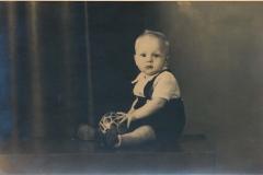 Fotoalbum Sytse Alberda, 033, Sytse Hendrik Alberda, by de fotograaf op de foto, 5 juny 1947