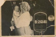 Fotoalbum Sytse Alberda, 034, Sytse Hendrik Alberda, sa n 2 moune âld by mem, foto is makke op 19 augustus 1946