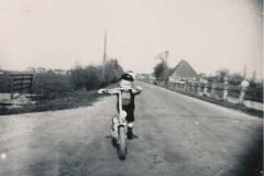 Fotoalbum Sytse Alberda, 048, Sytse Alberda op de autopet