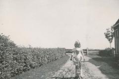 Fotoalbum Sytse Alberda, 049, Ine en Sytse Alberda op de autopet