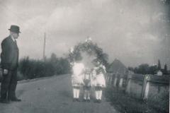 Fotoalbum Sytse Alberda, 058, Rennie en Loekie met Sytse. Feest yn Easterwierrum
