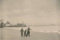 Fotoalbum Sytse Alberda, 075, Reedride mei Ine en Wiebe, learen op de âld feart, Januwaris 1951