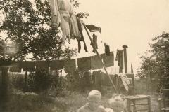 Fotoalbum Sytse Alberda, 094, De kunstmestzakken zijn weer gewassen, 1954