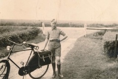 Fotoalbum Sytse Alberda, 109, Fiets en fietstaseen op jierdei, 05-06-1958