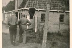 Fotoalbum Sytse Alberda, 121, Sytse en heit thûs op de Dille2, 1964