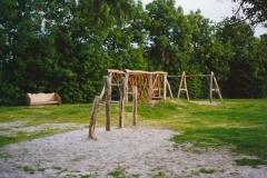 Boarterstún, 2000 Dukkelrek, der achter de touwenbaan en in bankje