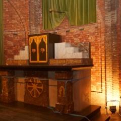 Verwijderen van het altaar en doopvont R.K. kerk Easterwierrum