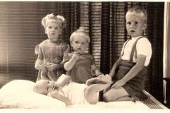 Fotoalbum Jan en Elske, 023, 69 Ytsje, Wieke, Yeb en Thys Everts