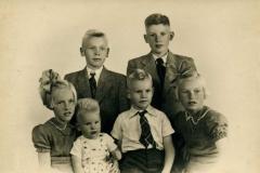 Fotoalbum Jan en Elske, 049, 49a Wietske, Jappie, Douwe, Broer, Yeb en Cobie Boersma