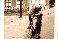 Fotoalbum Jan en Elske, 061, 40 Bouwe Boersma even oer út Dútslân