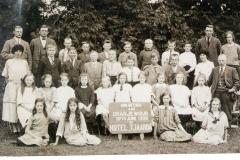 Fotoalbum Jan en Elske, 085, 16 Skoalle (Jirnsum)reiske 1925 Germ Yebs, midden-achterste rige