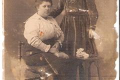 Fotoalbum Jan en Elske, 098, 9b Martha (Martsje) en Sytske (Annes) de Boer (
