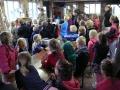 23062015 - Kinderen Folefinne naar het boekenhuisje (8)